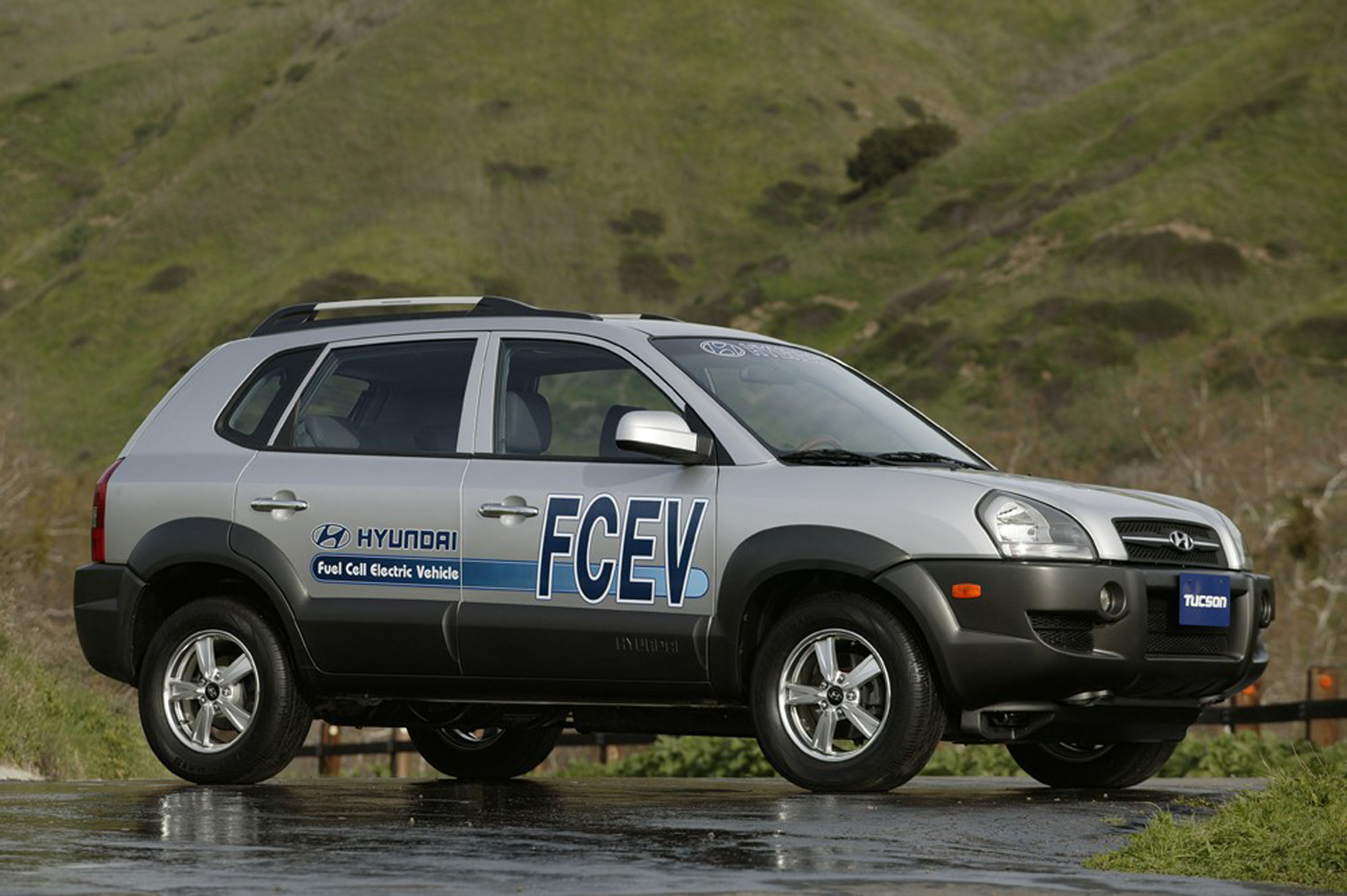 ... today unveiled its second-generation fuel cell vehicle, the Tucson FCEV, ...
