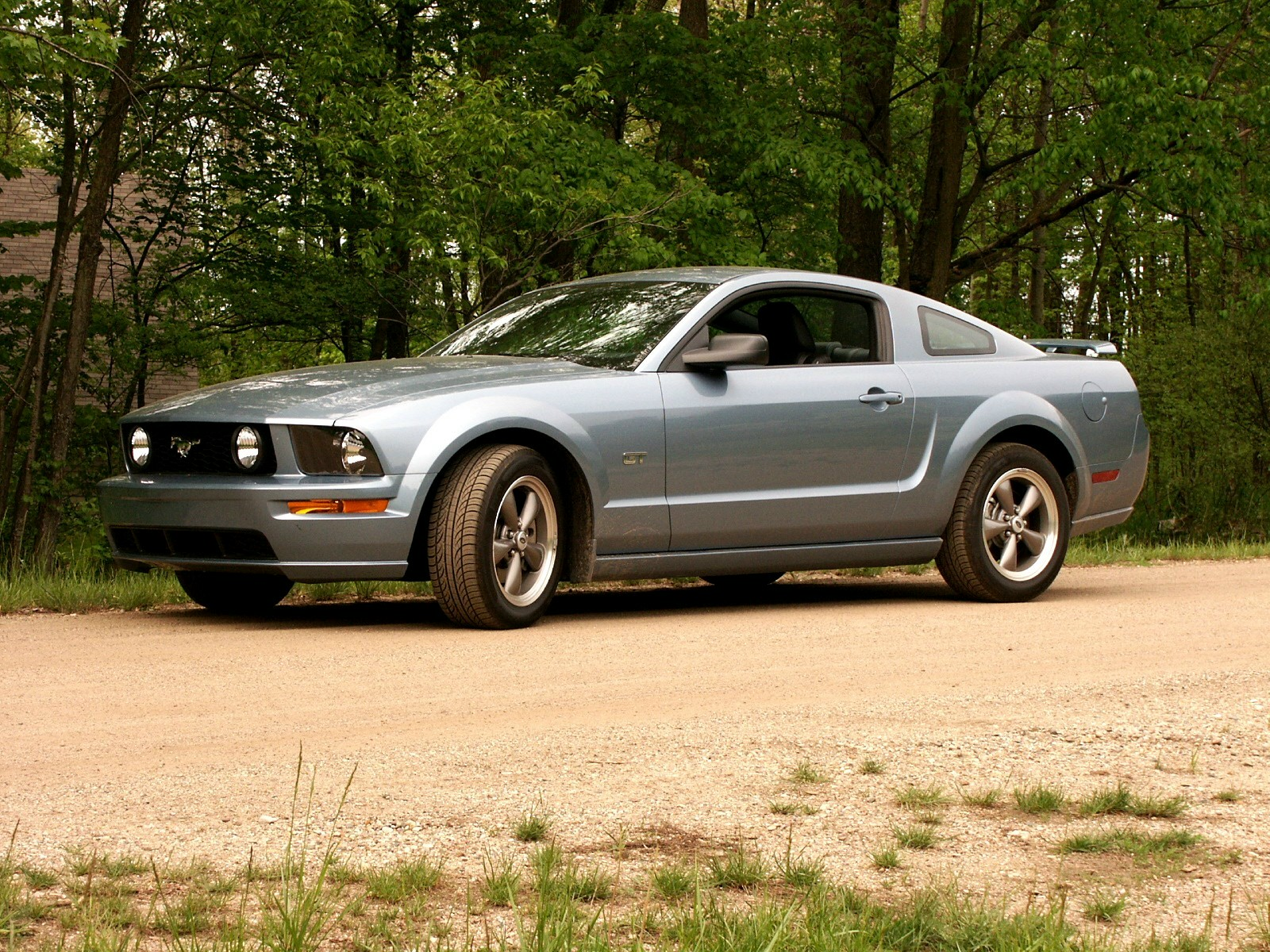 2005 ford mustang gt review. Black Bedroom Furniture Sets. Home Design Ideas
