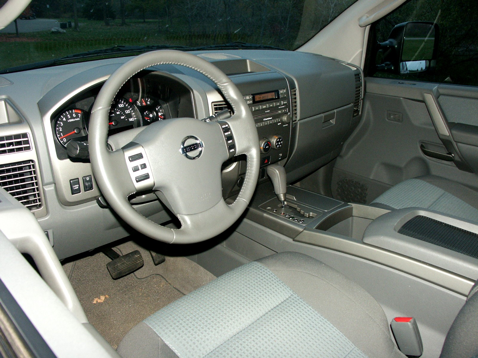 Nissan titan 4x4 se review photo select to view enlarged photo vanachro Images
