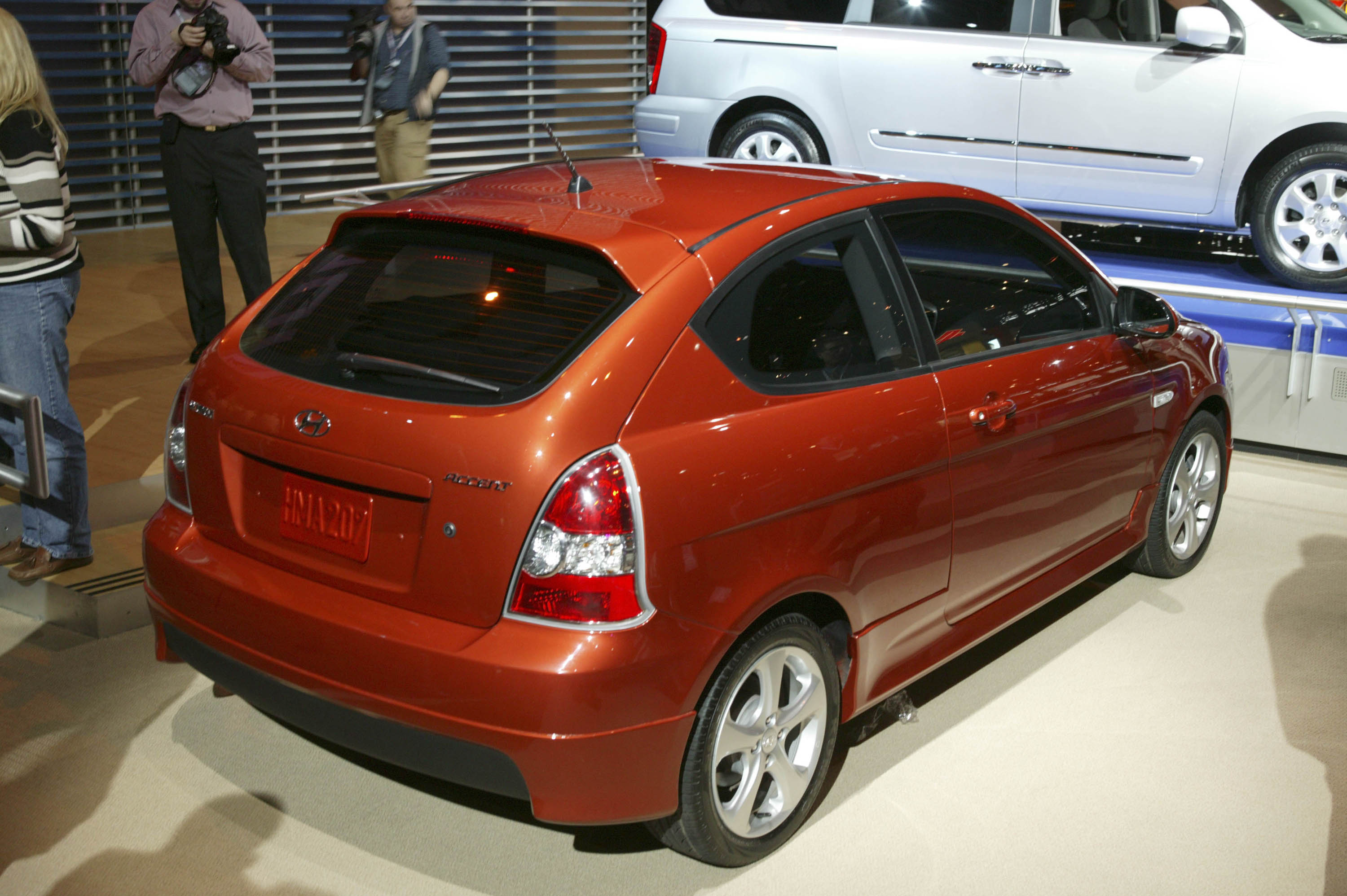 2007 hyundai accent gs and se make auto show debut. Black Bedroom Furniture Sets. Home Design Ideas