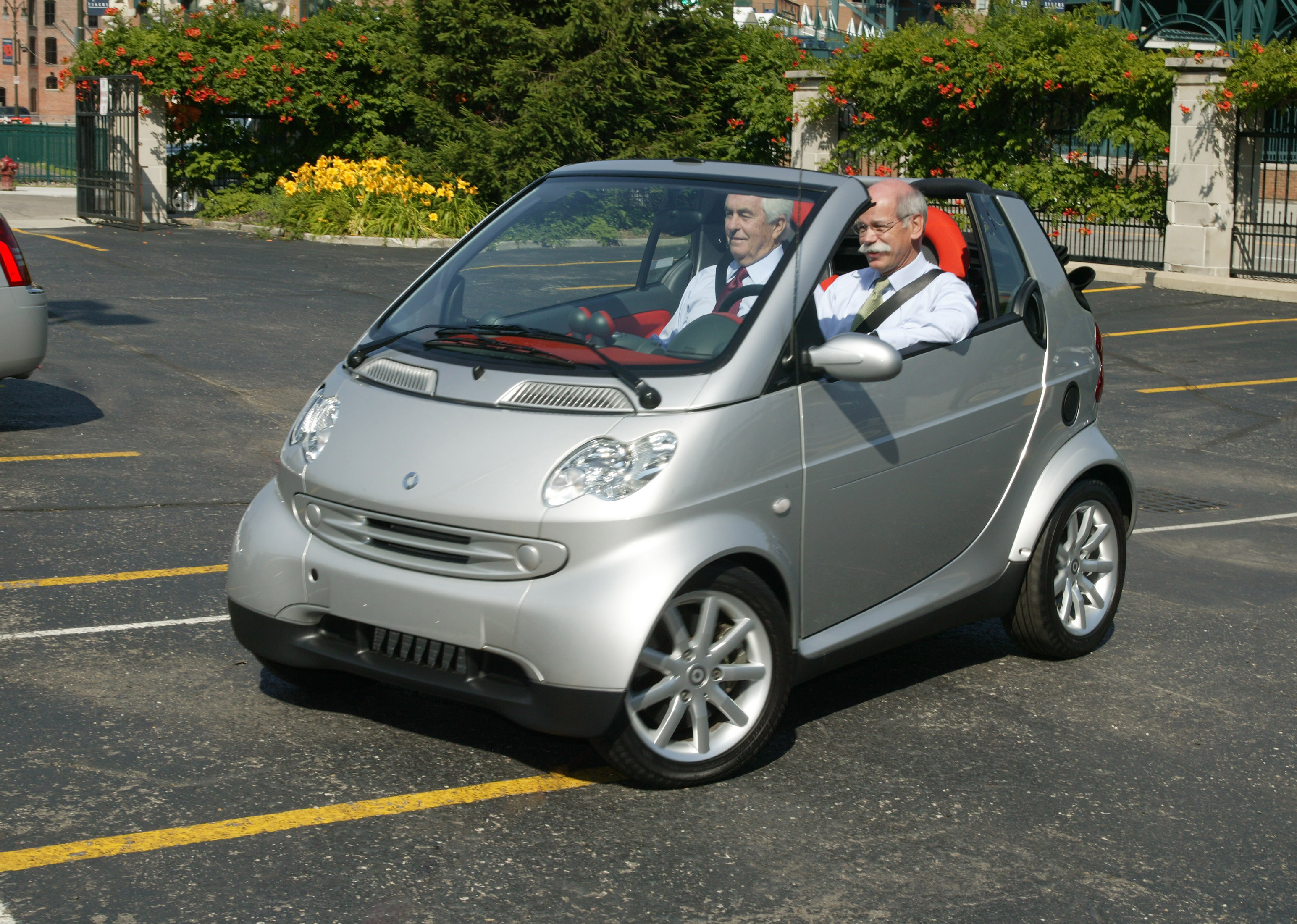 Two Of The Biggest Launch A Smart Little Car For The U S