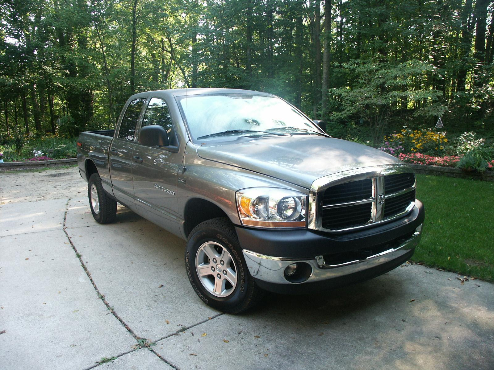 2006 Dodge Ram1500 SLT Quad Cab 4x4 Review