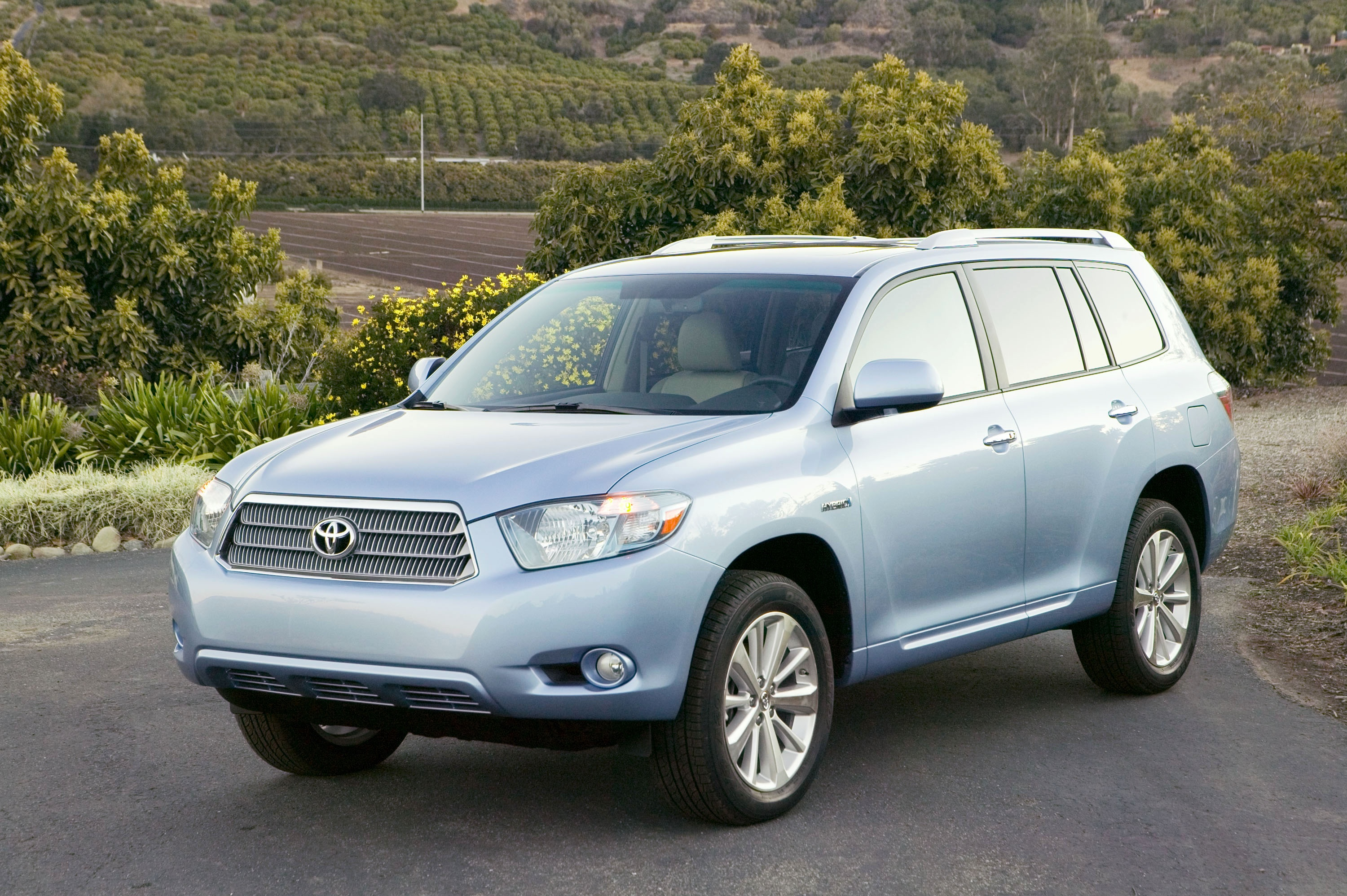 auto show toyota launches 2008 highlander and highlander hybrid