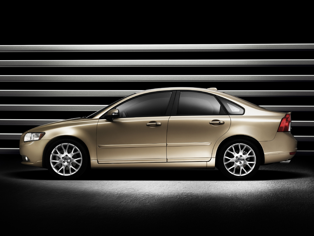 Introducing the New Volvo S40 and V50 Sportwagon - VIDEO ENHANCED