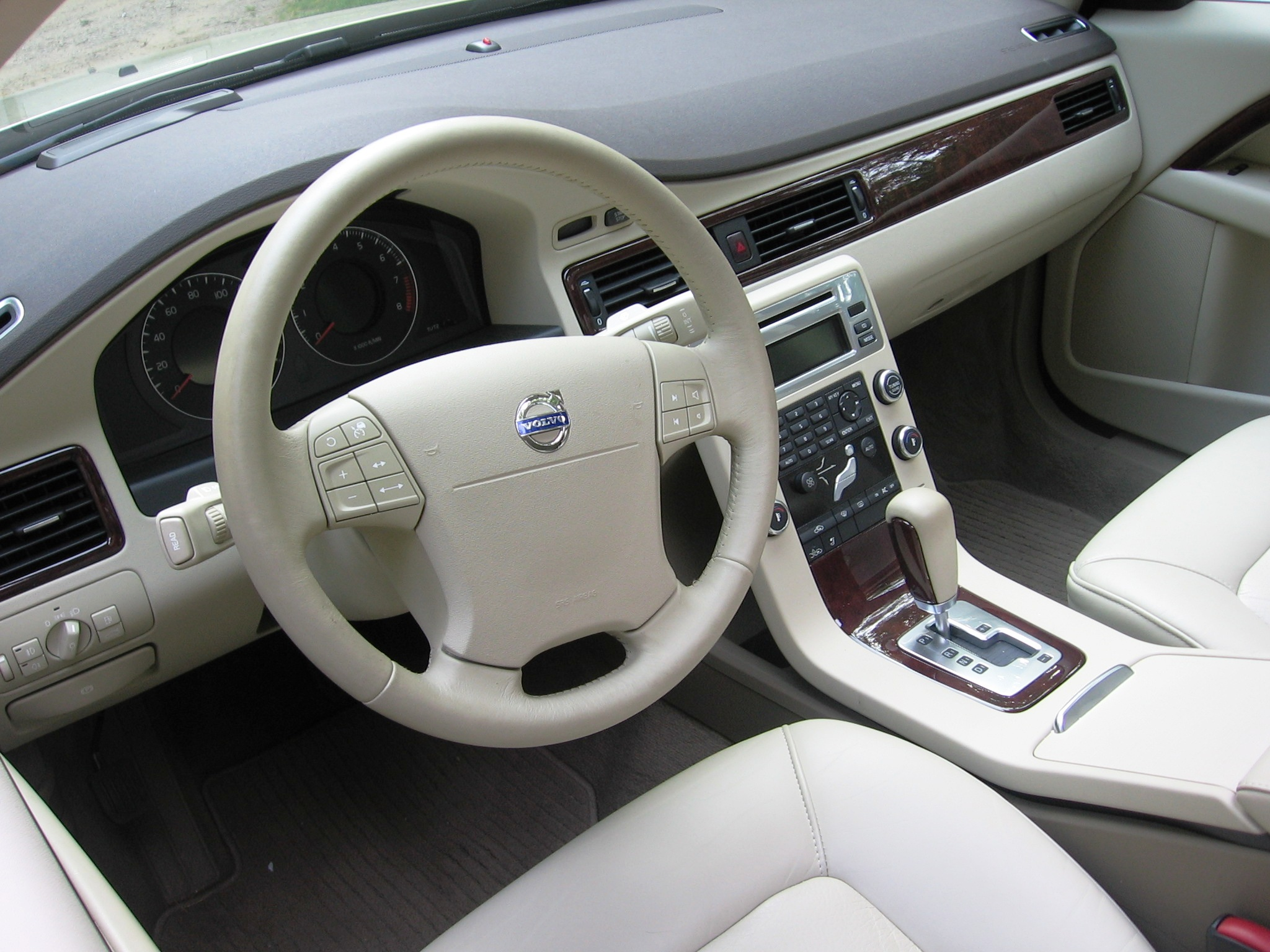 Image gallery s80 interior for Inside 2007 online