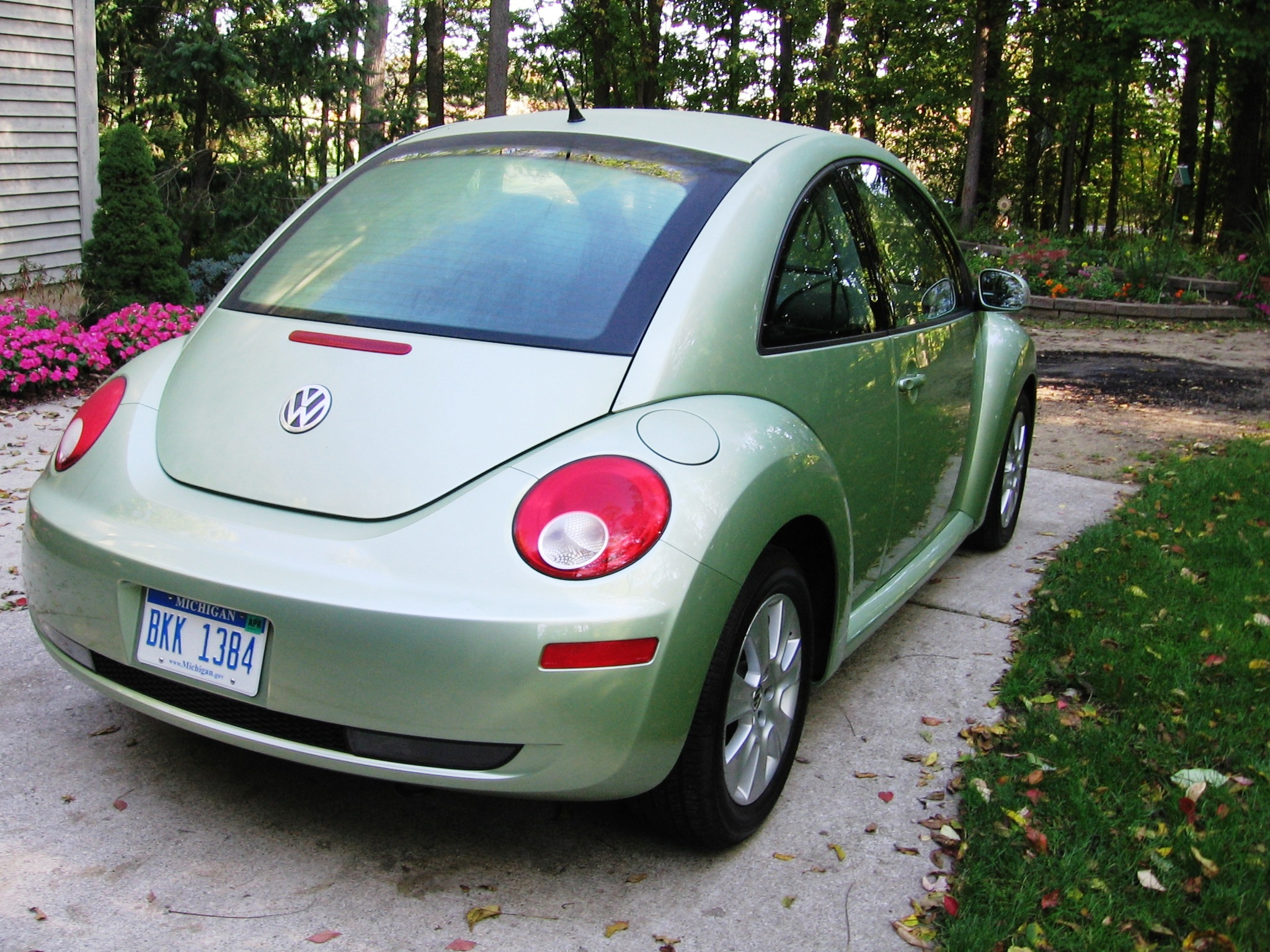 2008 volkswagen new beetle review. Black Bedroom Furniture Sets. Home Design Ideas