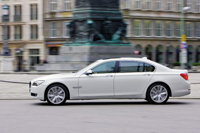 2010 BMW 7 Series Gets a Juiced-up With V-12 Engine