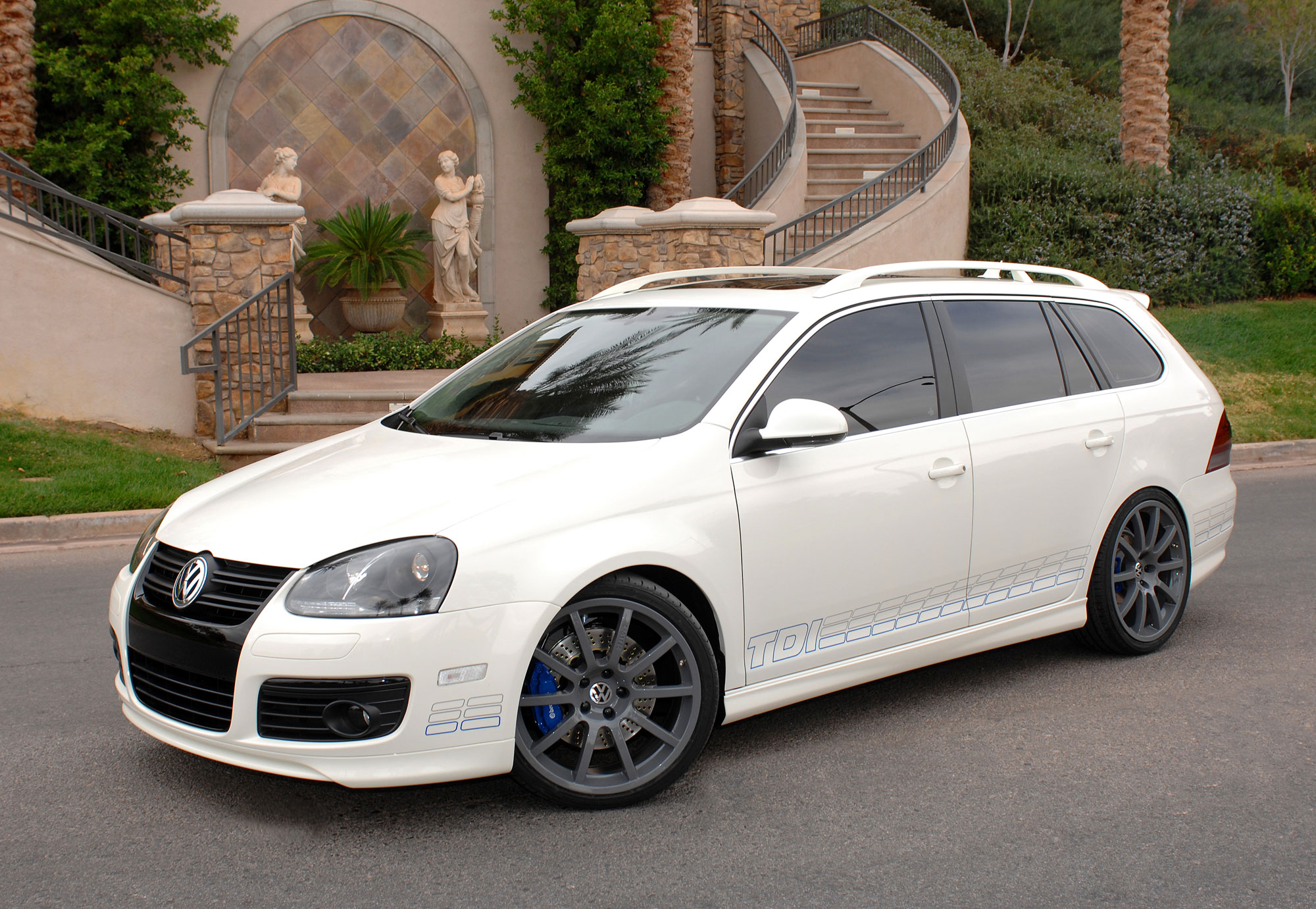 HEELS ON WHEELS: 2009 VOLKSWAGEN JETTA SPORTWAGEN TDI REVIEW