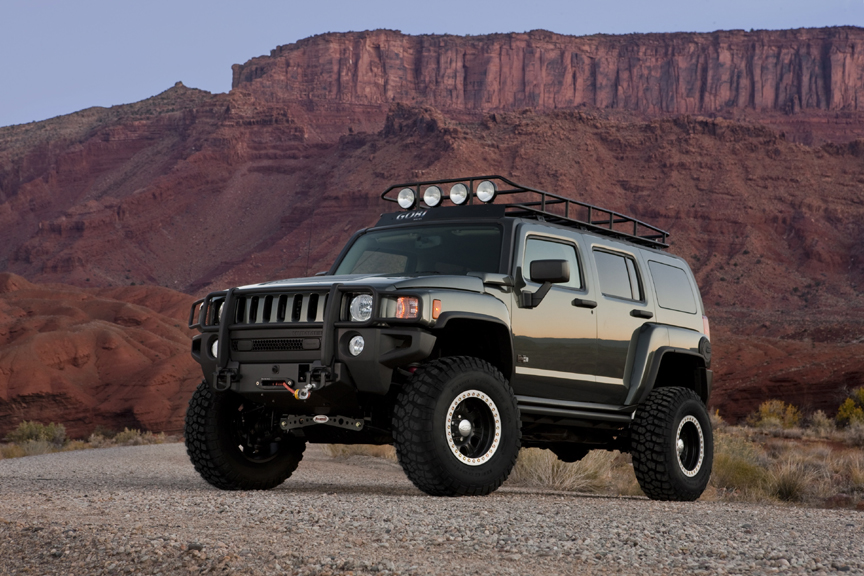 Hummer focuses on outdoor recreation and off road racing at the 2009 sema show