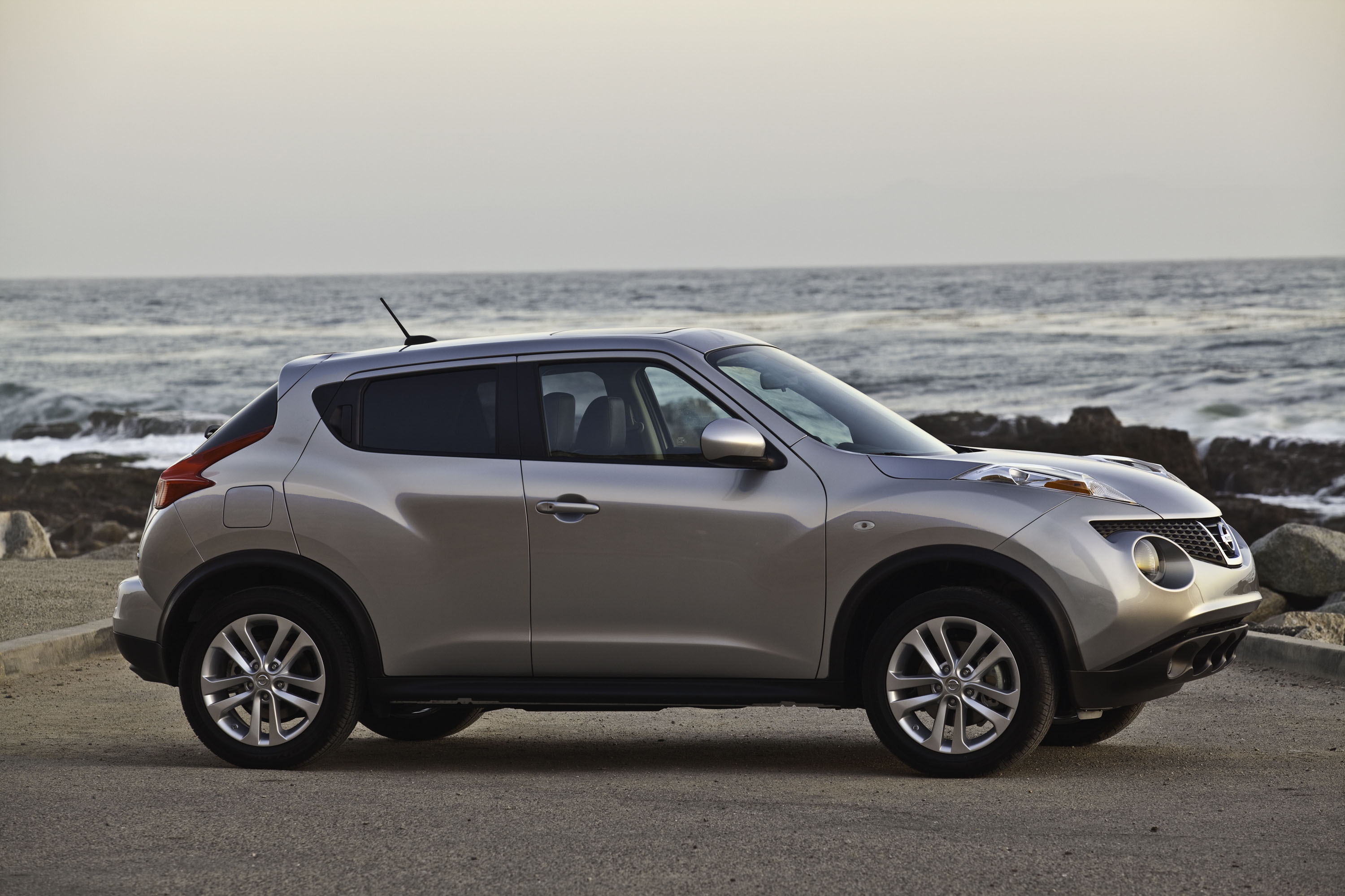 rapha nissan l driving juke road reviews created sl with suv test nissanjukefrontseats review