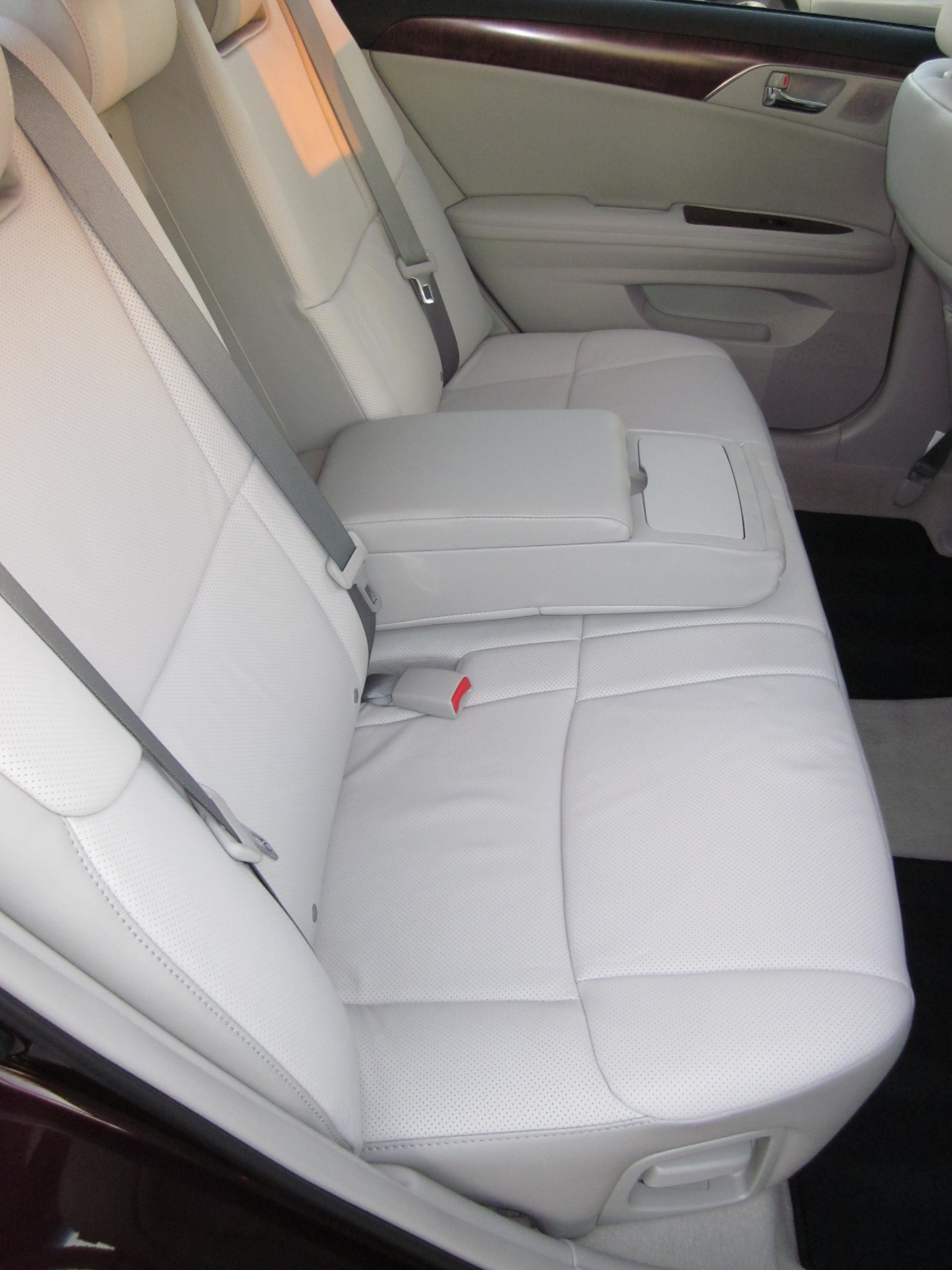 2011 toyota avalon review. Black Bedroom Furniture Sets. Home Design Ideas