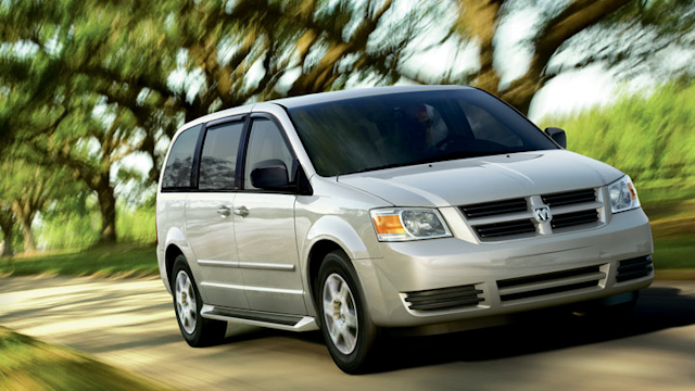heels on wheels minivan comparison vw routan vs dodge. Black Bedroom Furniture Sets. Home Design Ideas