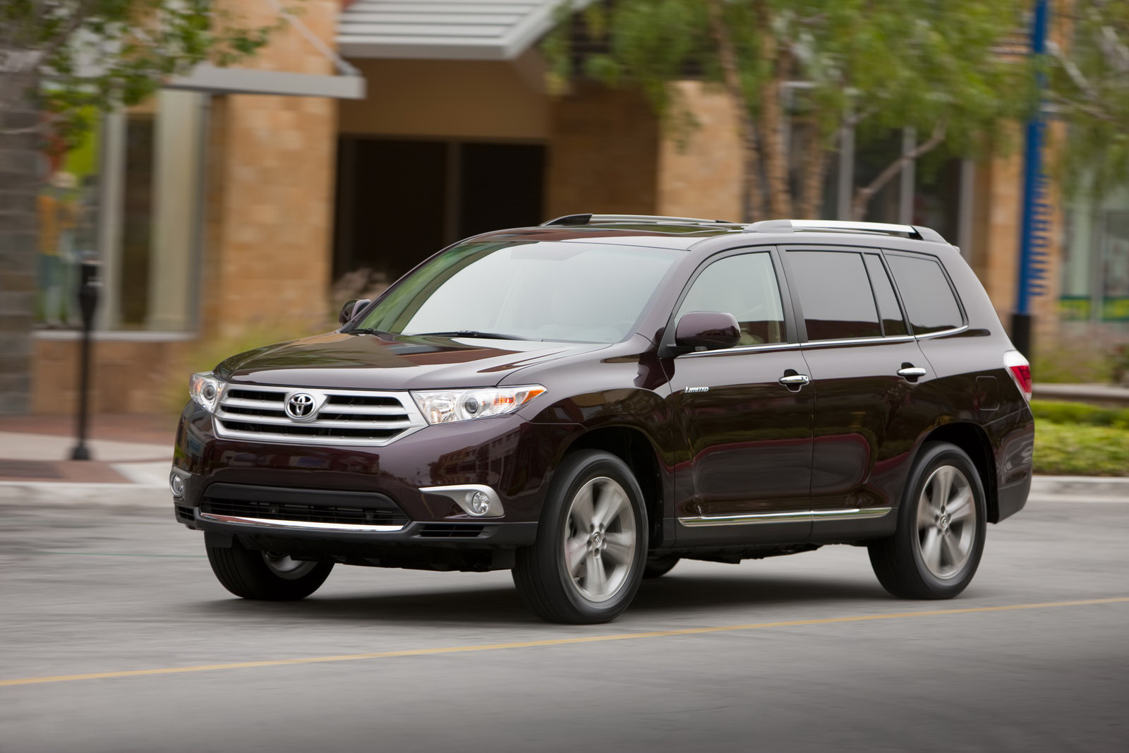 Heels On Wheels 2011 Toyota Highlander Review