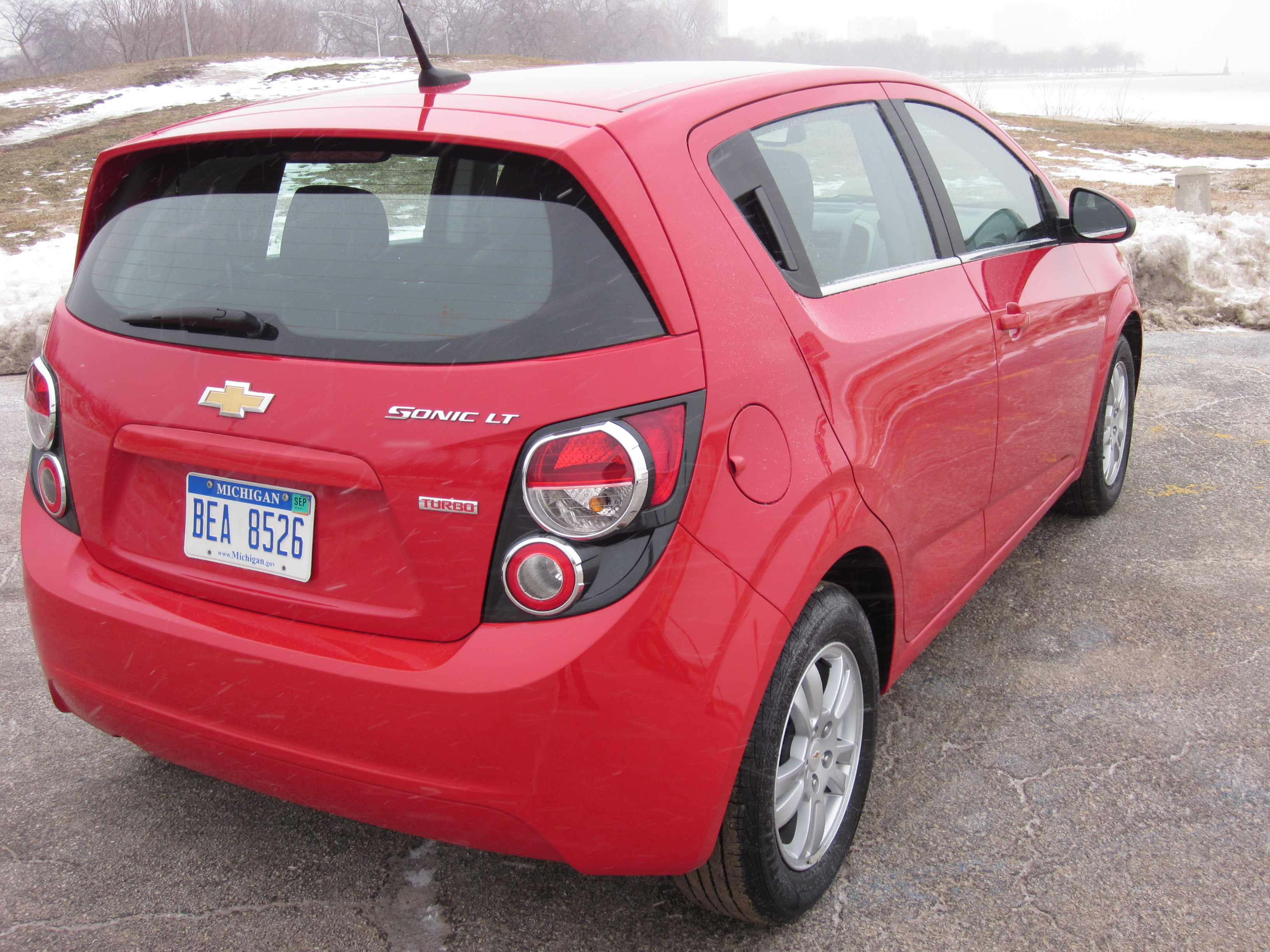 2012 chevrolet sonic lt turbo review a bowtie pocket. Black Bedroom Furniture Sets. Home Design Ideas