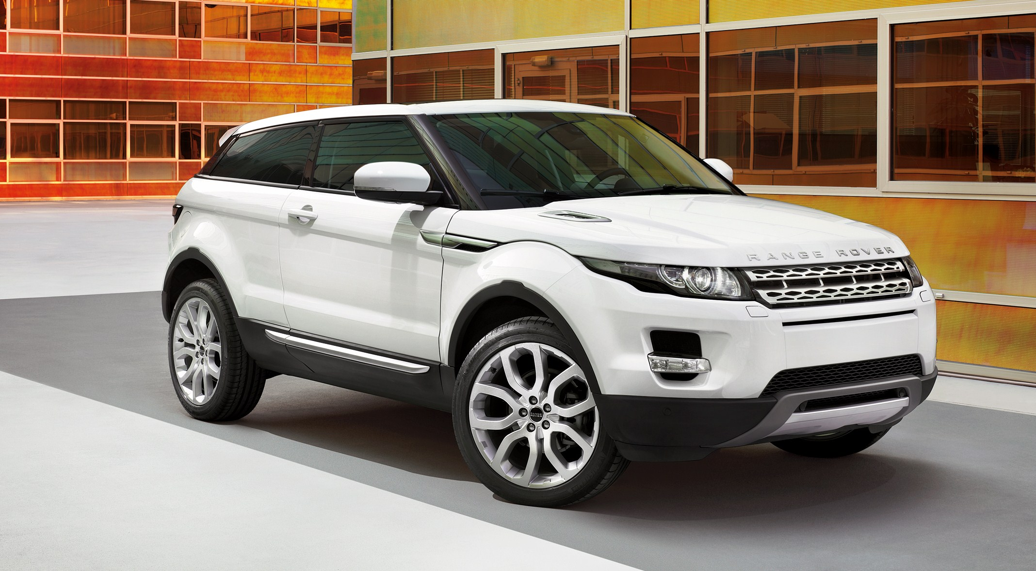 2012 Range Rover Evoque is Women's World Car of the Year 2012 +VIDEO