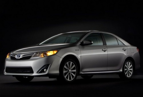 toyota announces 2013 camry se sport limited edition model