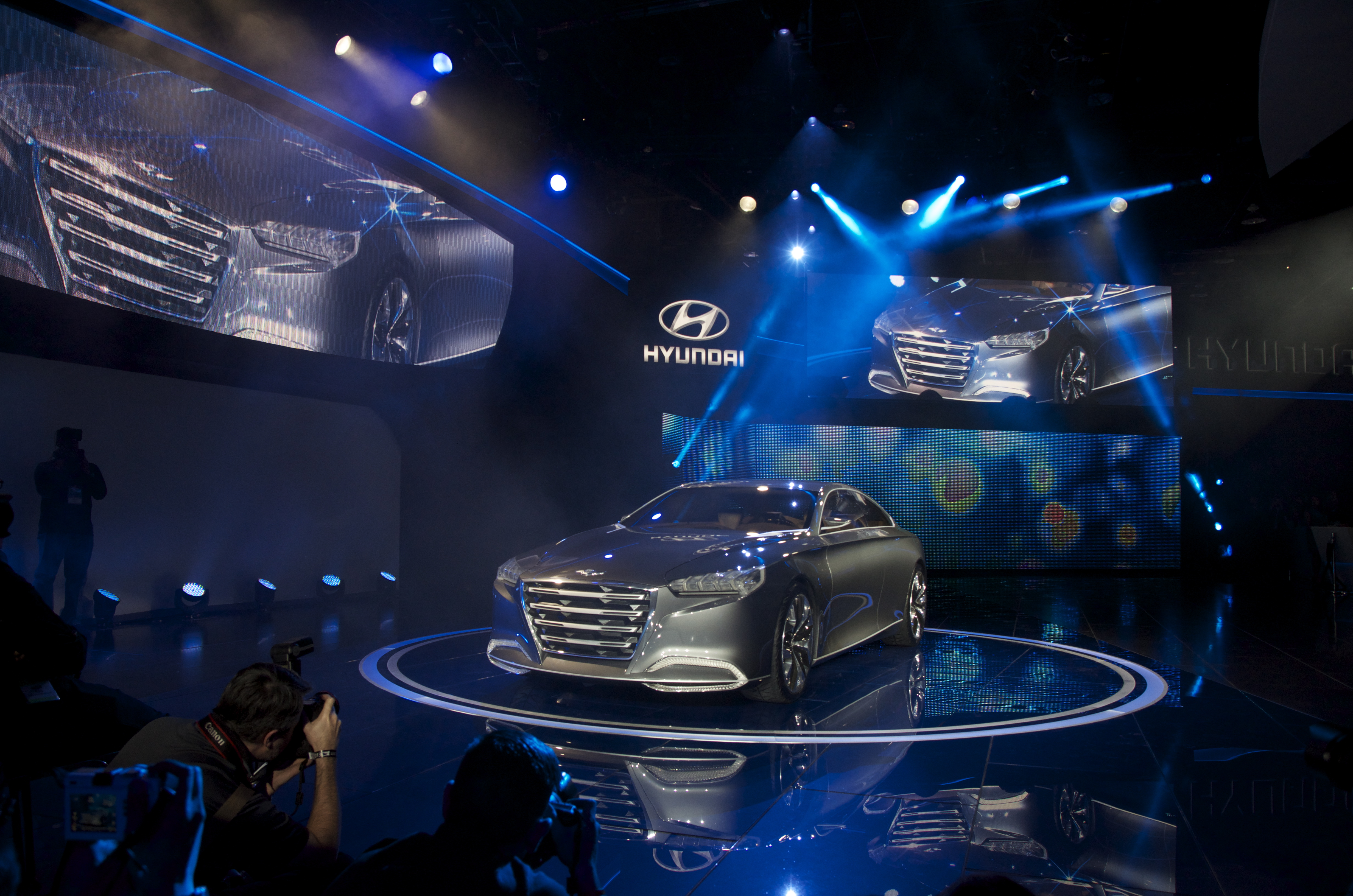 Detroit Auto Show Hyundai Unveils New Luxury Car HCD Genesis - Hyundai car show