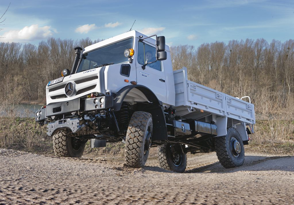 Off Road Award: Mercedes-Benz Unimog is Off-Road Vehicle of the Year ...
