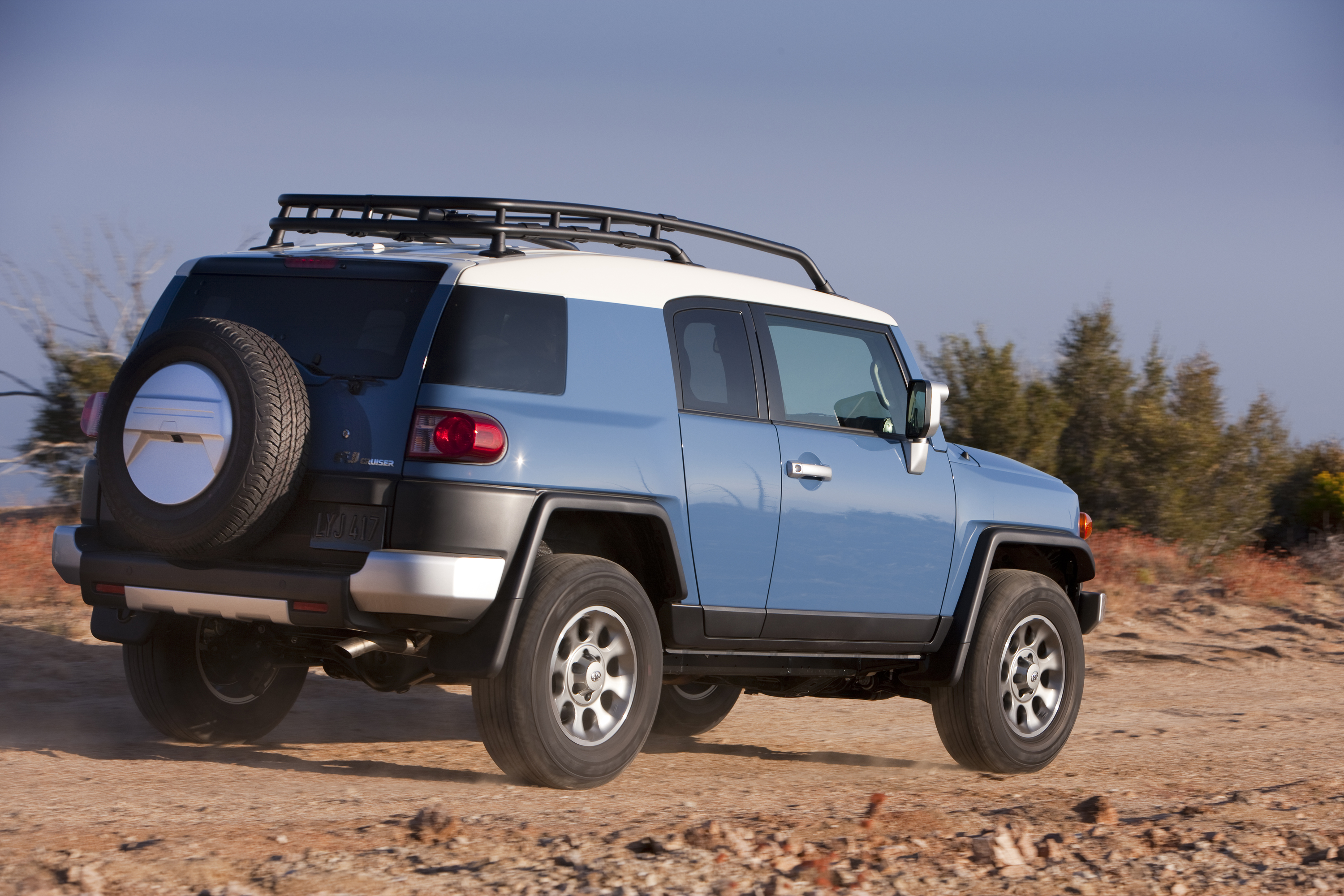 2014 Toyota FJ Cruiser 260-HP V6 And Choice Of Manual Or Automatic  Transmissions