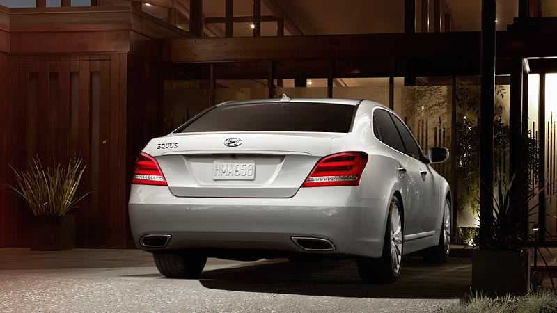 2014 Top 10 Luxury Sedans: 2014 EQUUS New Car Review A Jewel Of A Luxury Sedan