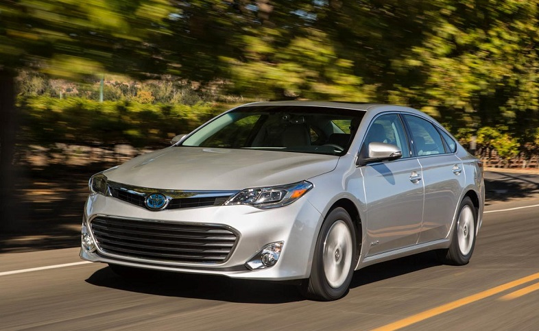 2014 toyota avalon hybrid heels on wheels review. Black Bedroom Furniture Sets. Home Design Ideas