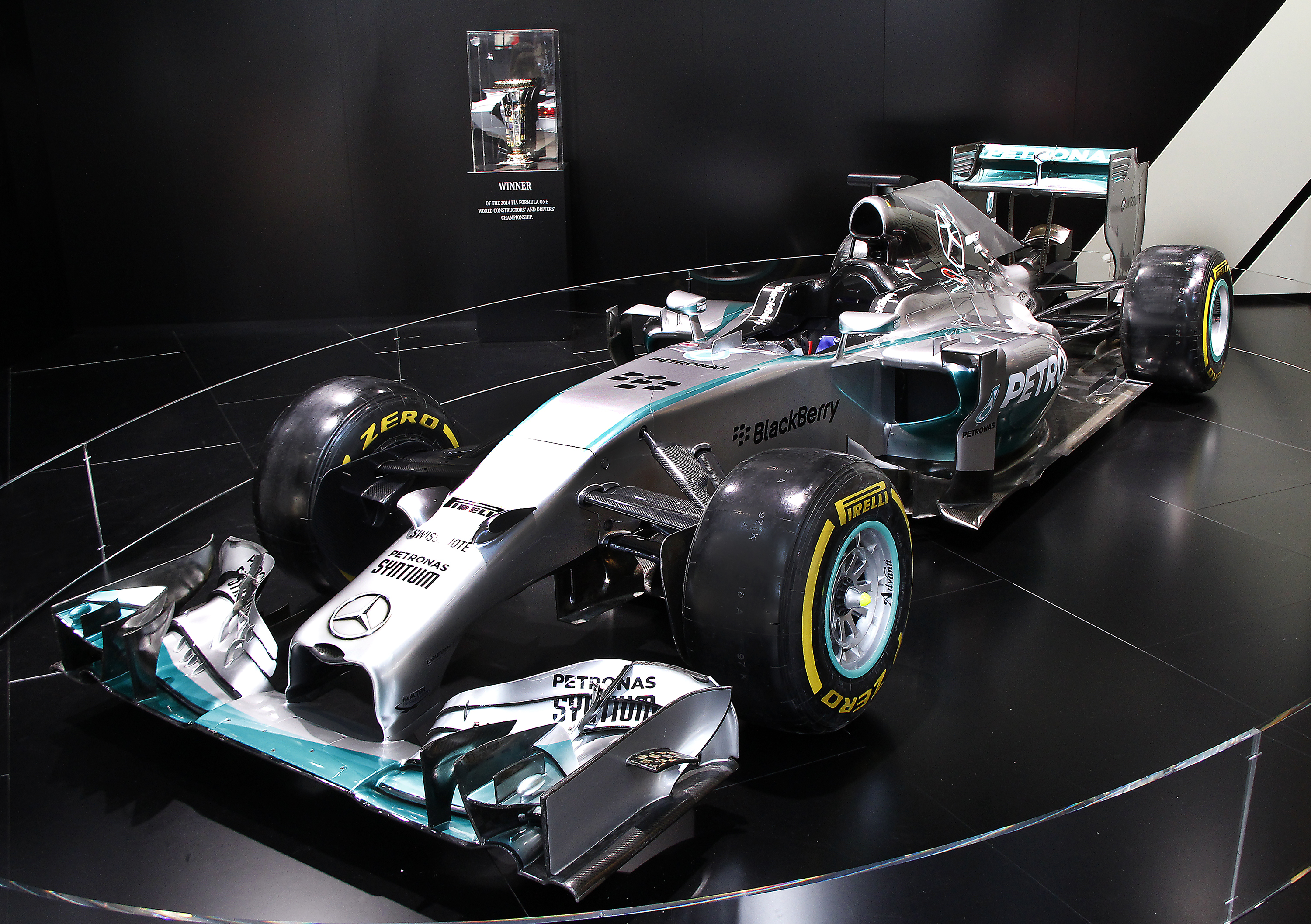 Mb takes f1 technology from winner 39 s circle to the road for Mercedes benz petronas