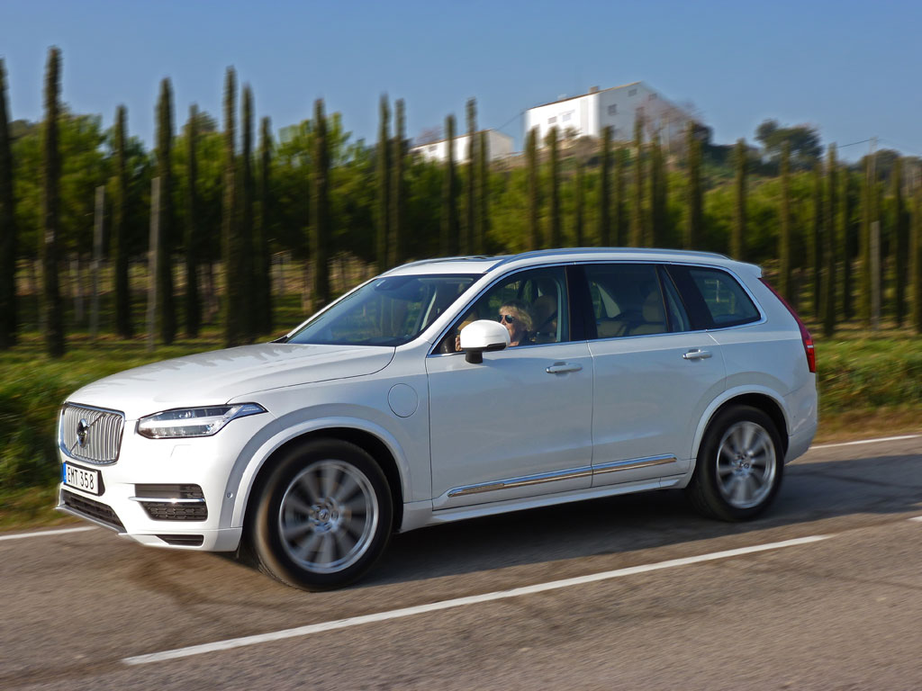 2016 volvo xc90 first drive it rocks the luxury suv world video. Black Bedroom Furniture Sets. Home Design Ideas