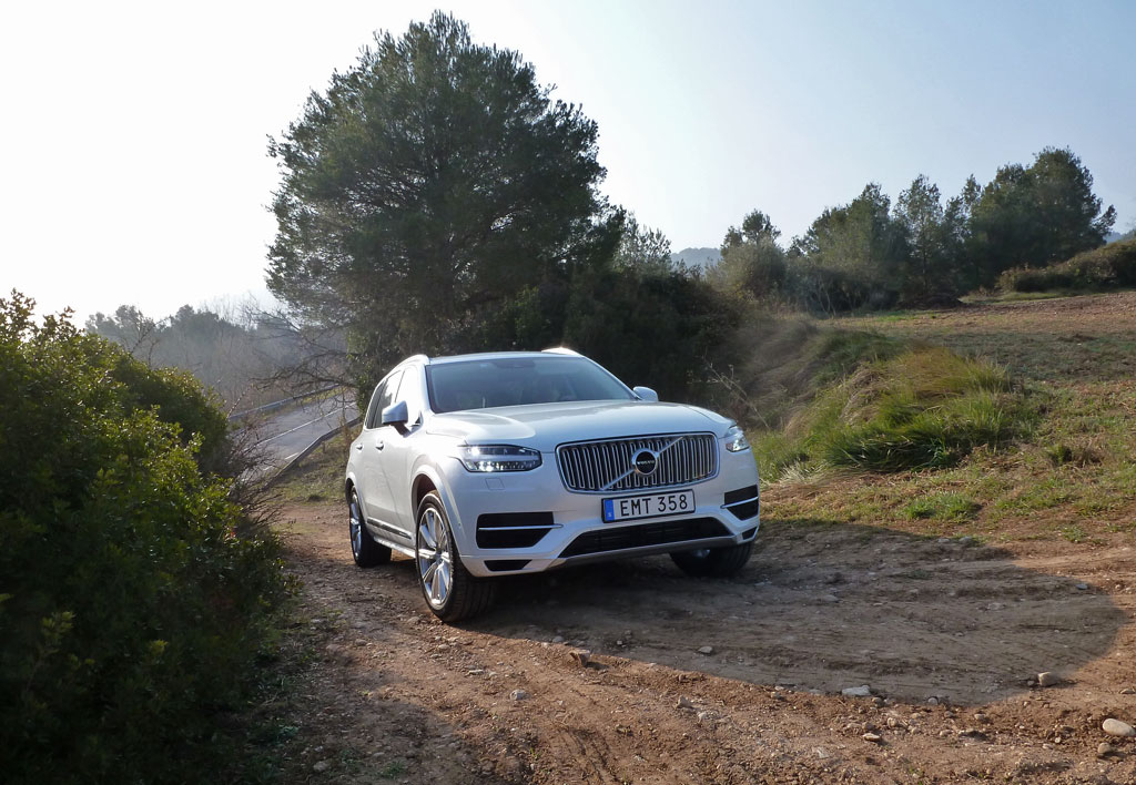 2016 volvo xc90 first drive it rocks the luxury suv. Black Bedroom Furniture Sets. Home Design Ideas
