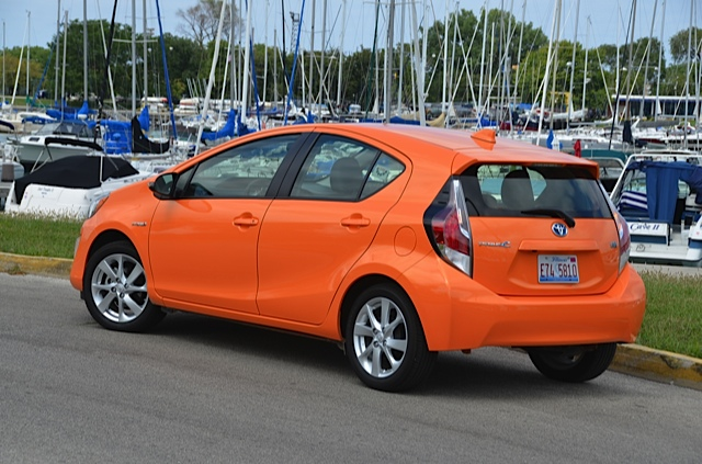 2015 toyota prius c wow mpg review by larry nutson video. Black Bedroom Furniture Sets. Home Design Ideas