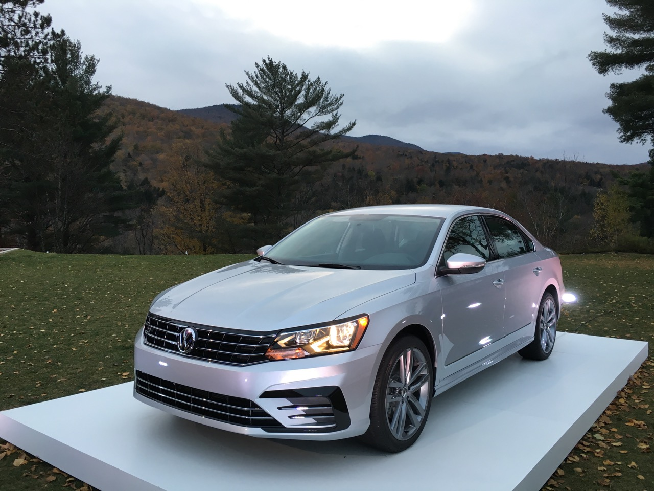 2016 volkswagen passat it 39 s the same but everything has changed review by thom cannell. Black Bedroom Furniture Sets. Home Design Ideas