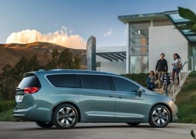 new 2017 chrysler pacifica gasoline offers best in class. Black Bedroom Furniture Sets. Home Design Ideas