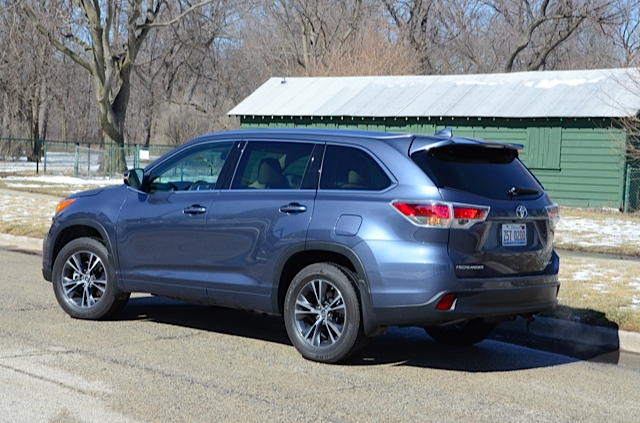 2016 toyota highlander a three row car pooler review by larry nutson video. Black Bedroom Furniture Sets. Home Design Ideas