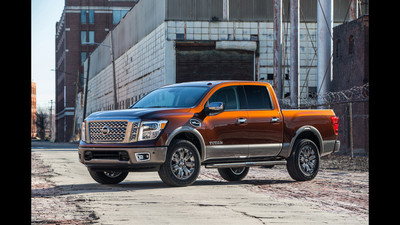 2017 nissan titan crew cab debuts at 2016 new york auto show. Black Bedroom Furniture Sets. Home Design Ideas