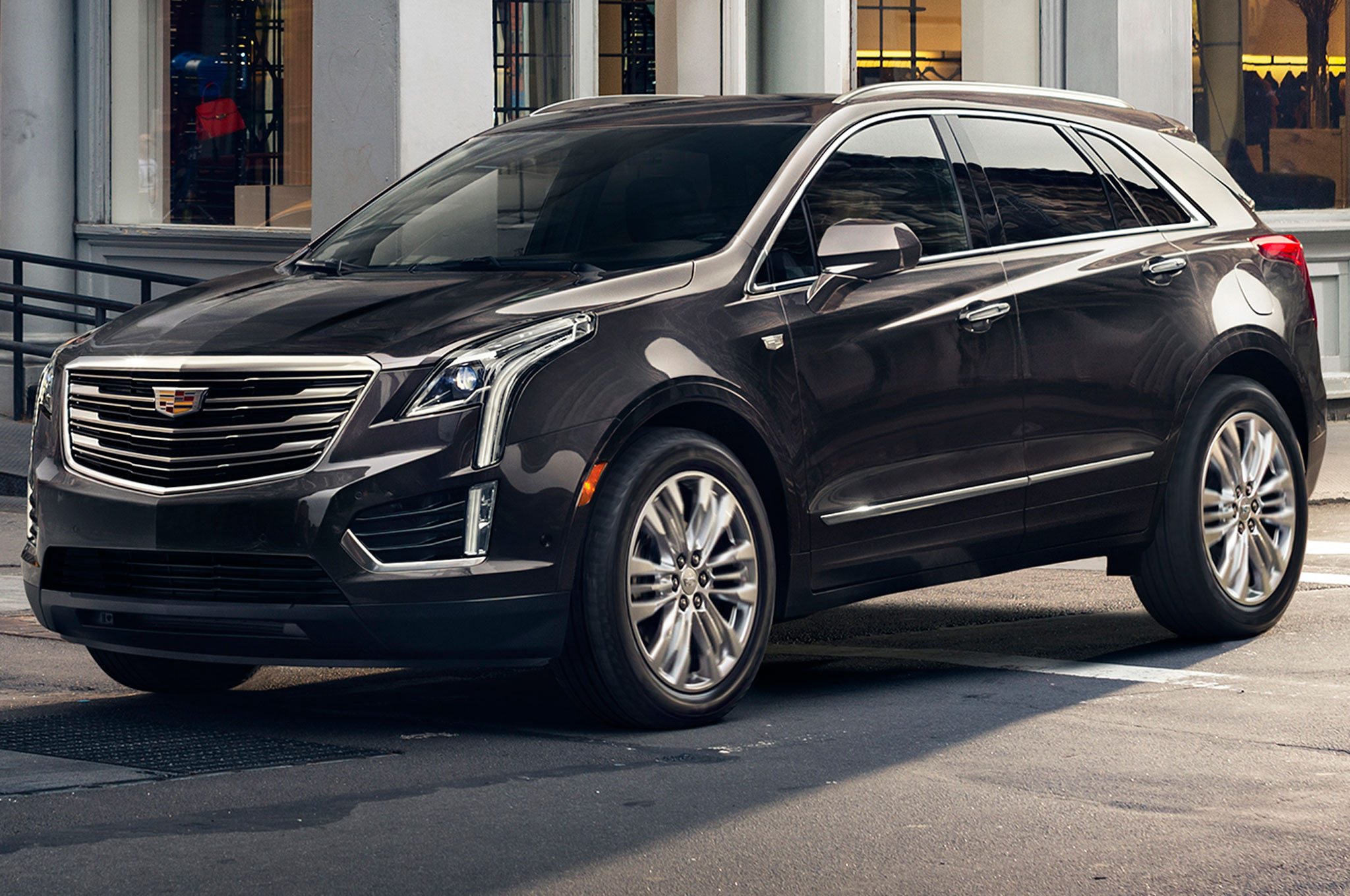 2017 cadillac xt5 suv earns top safety pick award video. Black Bedroom Furniture Sets. Home Design Ideas