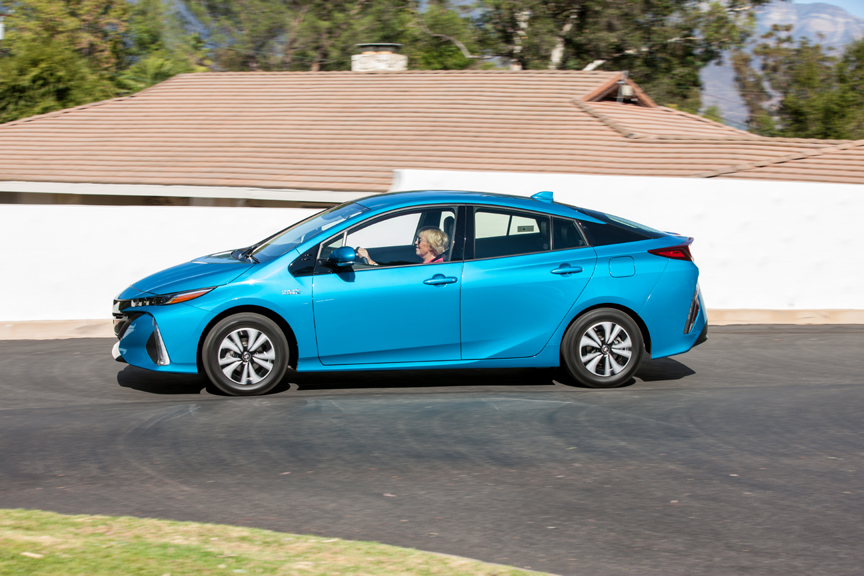 first drive review 2017 toyota prius prime by henny hemmes video. Black Bedroom Furniture Sets. Home Design Ideas
