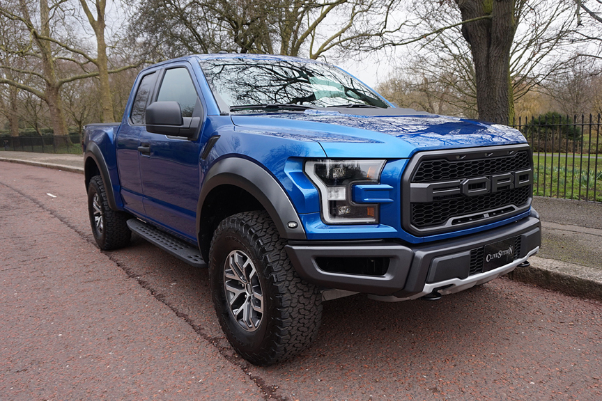 new ford f 150 raptor super truck arrives in the uk video. Black Bedroom Furniture Sets. Home Design Ideas