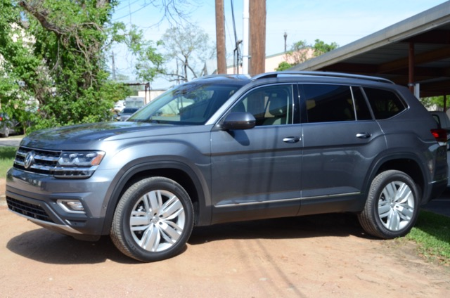 volkswagen atlas  passenger suv review  larry nutson