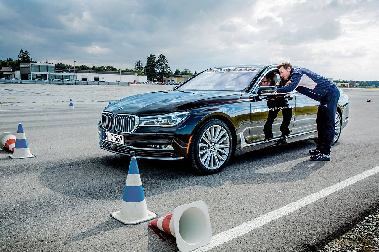Bmw Ultimate Driving Experience >> Bmw S Ultimate Driving Experience Returns