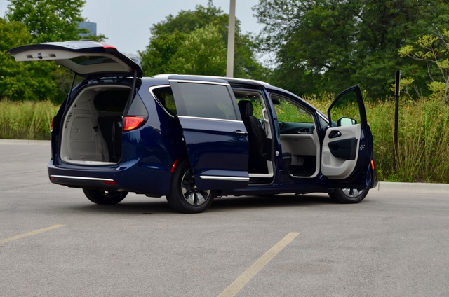 2019 Chrysler Pacifica Americas Minivan Hybrid And Not Video Review By Larry Nutson It S E15 Approved
