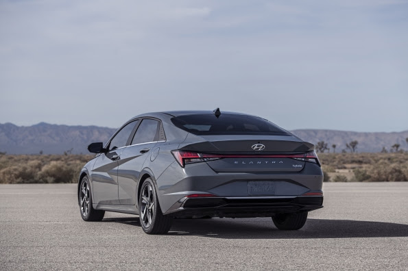 2021 hyundai elantra and elantra hybrid close up look 50 mpg specs dimensions competition compare 2021 hyundai elantra and elantra hybrid