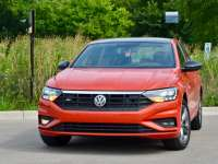 2019 Volkswagen Jetta Fast and Also Efficient - Review By Larry Nutson +VIDEO - It's E15 Approved