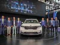 Kia Motors reveals new K5 and Carnival at Auto China 2020