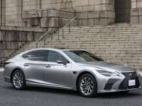2022 LEXUS LS 500h WITH LEXUS ADVANCED DRIVER ASSISTANCE TECHNOLOGY